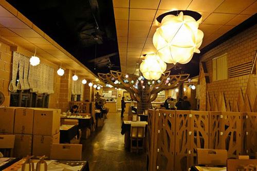 Không gian nhà hàng Carton King
