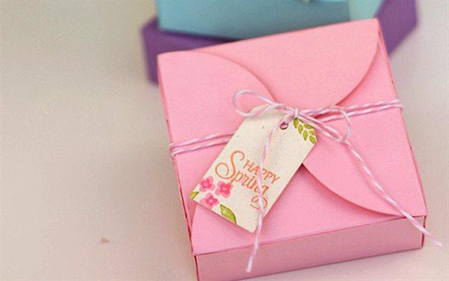 In hộp quà 8-3 hình vuông