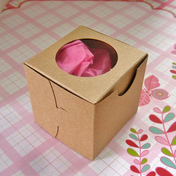 In hộp giấy đóng gói trong vận chuyển