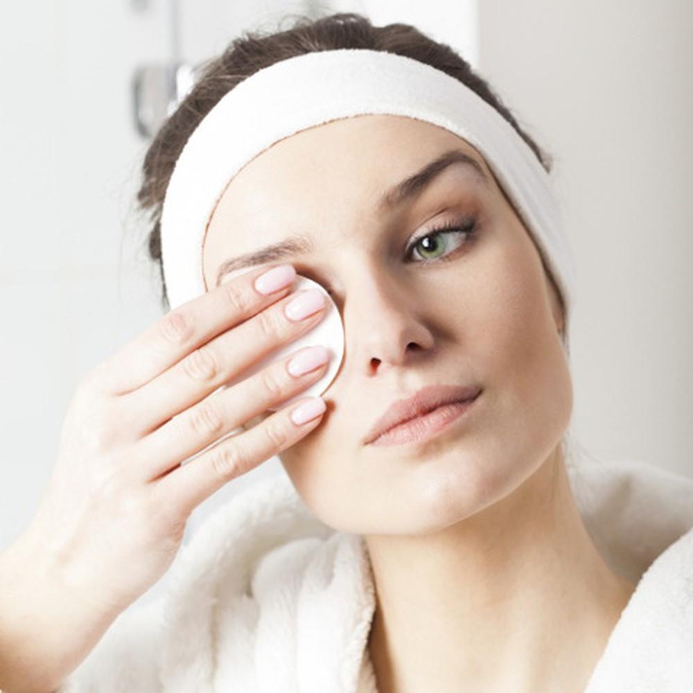 Tác hại trong việc không buộc tóc khi thực thi tẩy trang